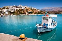 Вид на гавань в Греции